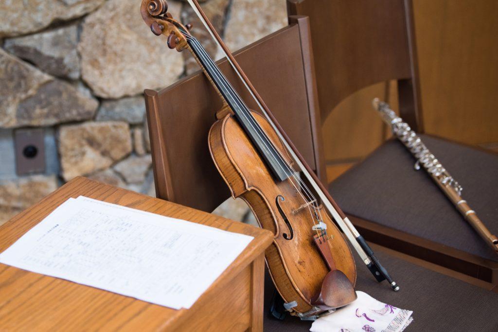 ヴァイオリンとチェロの写真