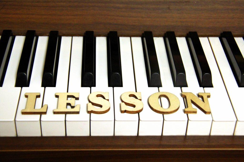 ピアノのレッスンのイメージ